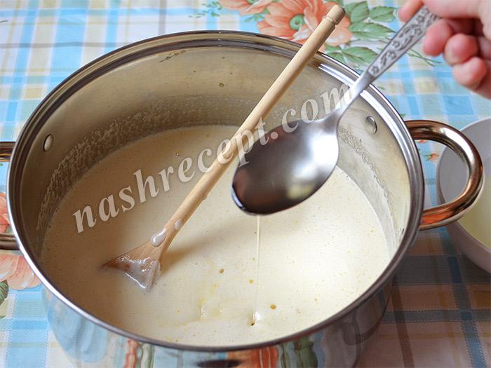в тесто для куличей добавляем растительное масло
