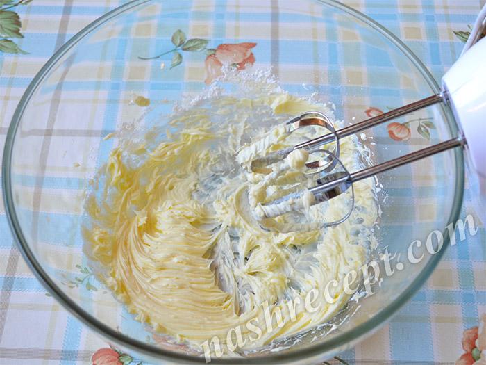 взбитое масло с сахарной пудрой для пасхи