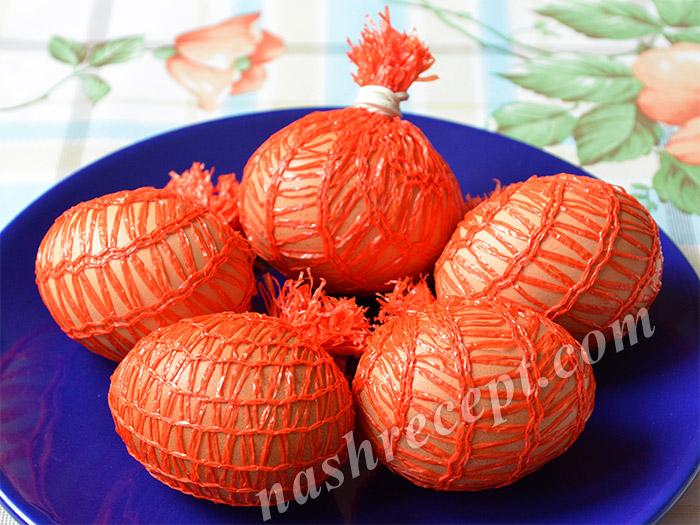 пасхальные яйца в сетке