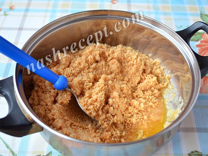 толченое печенье с топленым маслом для чизкейка